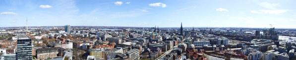 St. Michaelis wacht stets mit dem besten Fenster der Stadt Hamburg