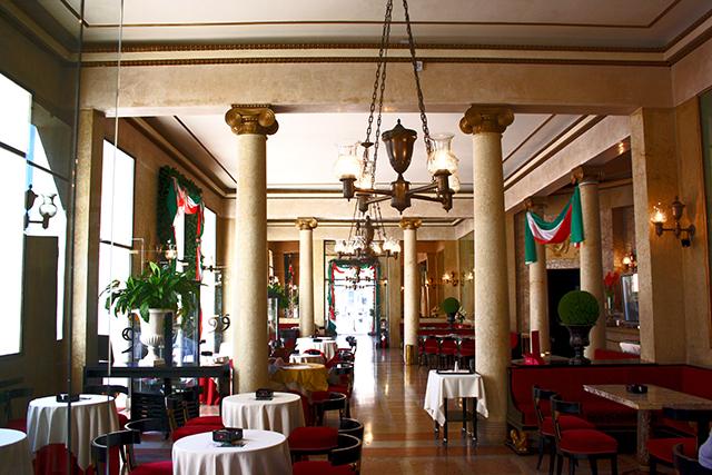 Decoración interior Caffe Piedrochi 1831 Padua