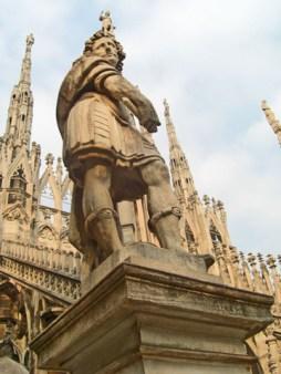 Escultura decoración pináculos Duomo Milán
