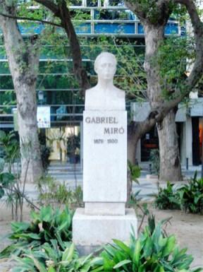 Escultura Gabriel Miró Plaza Gabriel Miró centro histórico Alicante