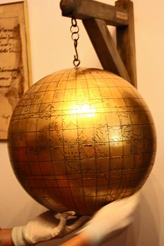 Bola mundo oro Copérnico Collegium Maius Cracovia