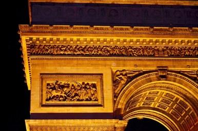 Decoración superior piedra Arco Triunfo París noche