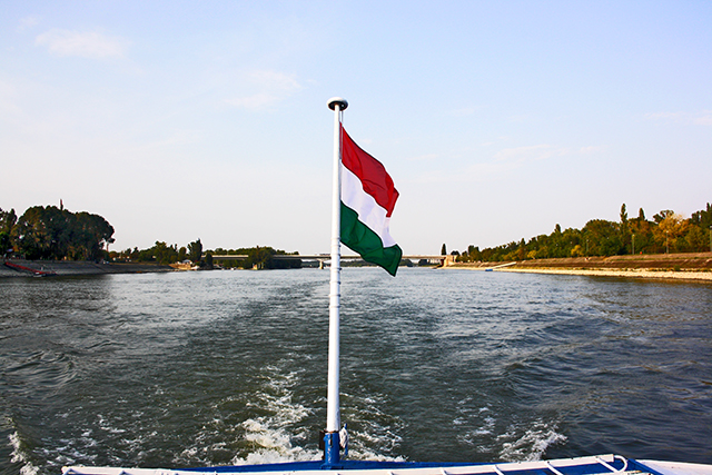 Bandera Hungría Danubio Szentendre