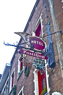cartel carruaje Hotel Postiljon Amberes