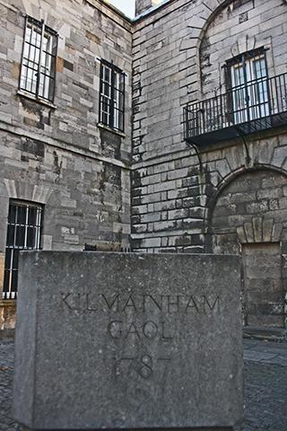 Piedra entrada cárcel Kilmainham Gaol 1787 En el nombre del padre Dublín