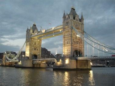 Puente de la Torre Tower Bridge noche Londres