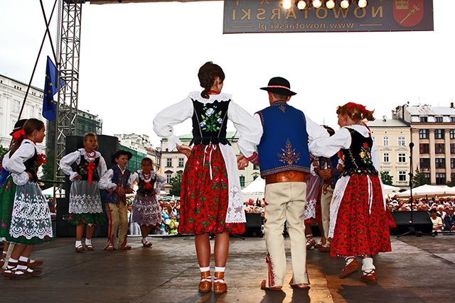 Espectáculo baile danza polaca Plaza mercado Cracovia