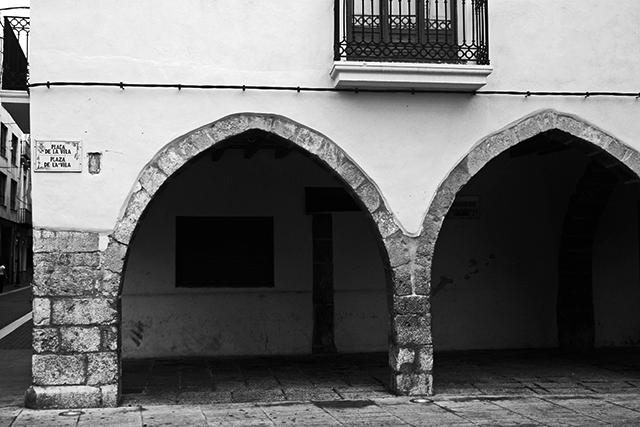 Soportales arcos medievales Plaza de la Vila Vilarreal Castellón