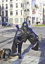 Policía ladrón escultura cómic Bruselas