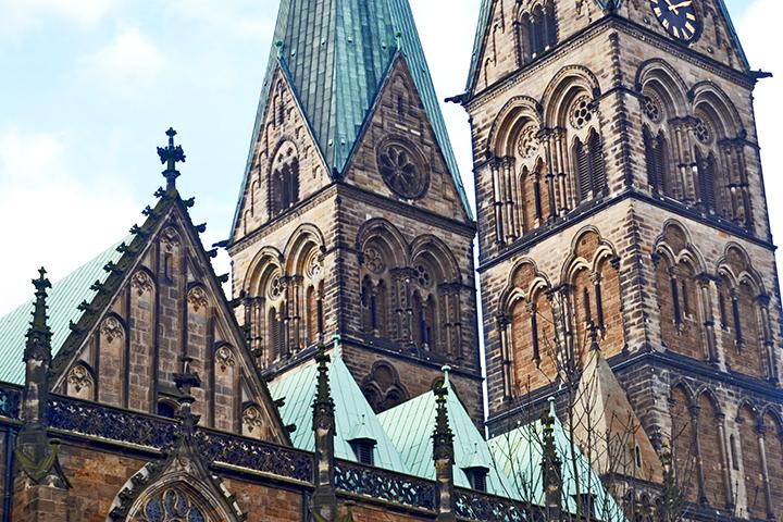 Detalle decoración torres góticas Catedral San Pedro Bremen