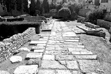 Vestigis de camins cap a Roma en el Forum de la Colonia