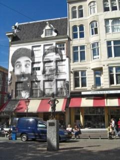 Fachada caras barbas blanco y negro plaza Amsterdam