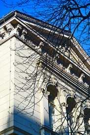 Fachada frontón estilo griego Oldenburg Alemania