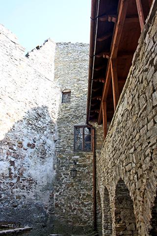 Interior muros patio fortaleza castillo Dunajec Polonia