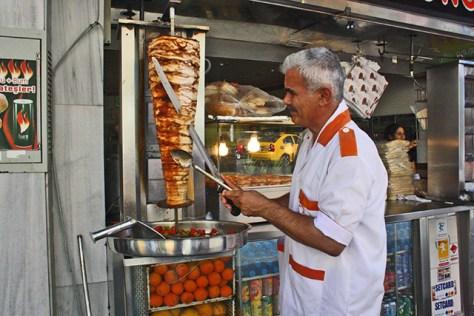 Turco cortando kebab Istiklal Caddesi Estambul