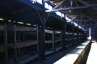 Literas madera interior campo concentración Auschwitz Birkenau Polonia
