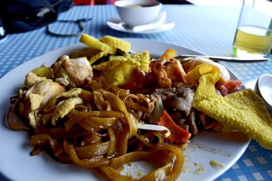 Tallarines fideos arroz buffet restaurante río Khwae Kanchanaburi