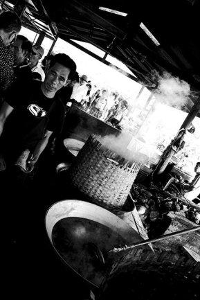 Tailandés preparación pasta de coco blanco y negro mercado Mae Klong
