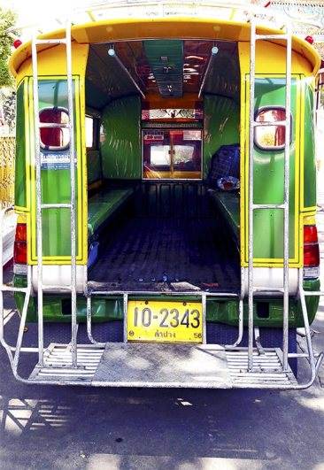 Parte trasera autobús compartido Lampang Tailandia