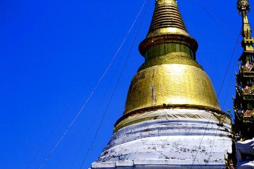 Chedi dorado templo Lampang
