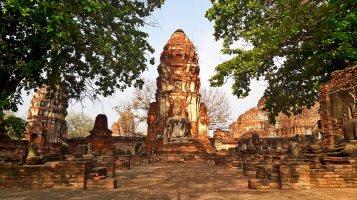 Estupa mazorca maíz buda sentado Parque Histórico Ayutthaya