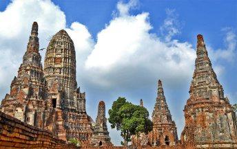 Conjunto templos chedis mazorcas maíz Parque Histórico Ayutthaya