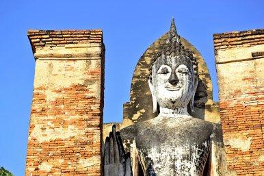 Buda Phra Attharot mano saludo Sukhothai Tailandia