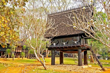 Construcción madera de teca Casa Negra de Chiang Rai