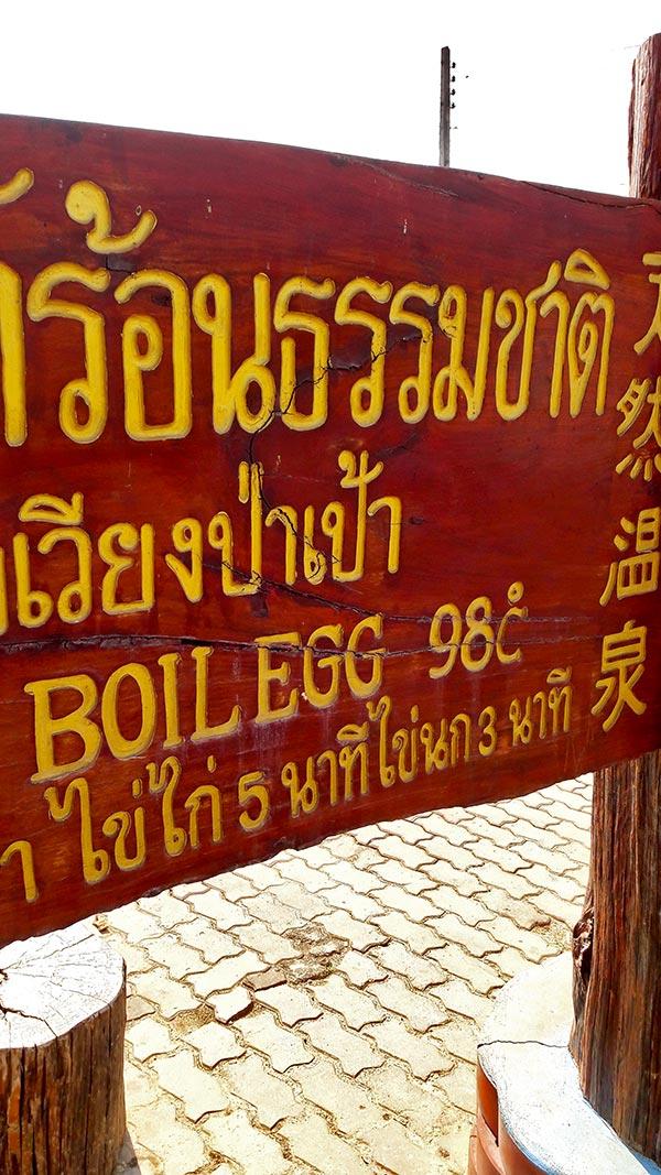 Cartel huevo 98 grados calor géiser Chiang Rai