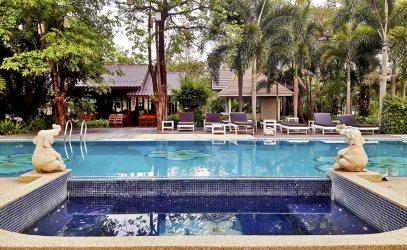 Piscina hotel palmeras resort complejo Sukhothai