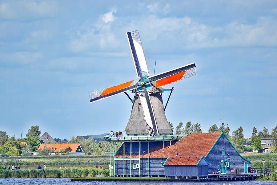 Molino visitantes paisaje holandés Zaanse Schans