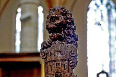 León escudo Alkmaar madera Grote Kerk
