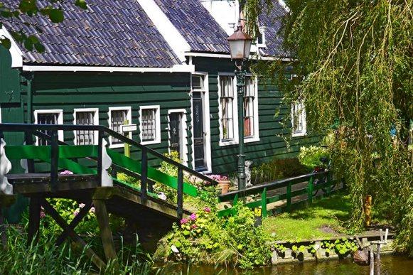 Vivienda típica jardín Zaanse Schaans