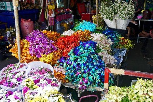 Puesto flores Mercado Warorot Chiang Mai Tailandia