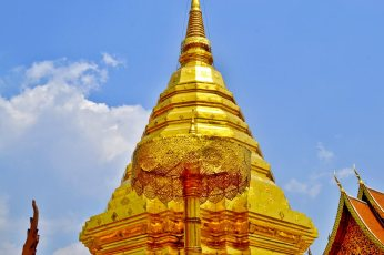 Chedi pan de oro central Doi Suthep Chiang Mai