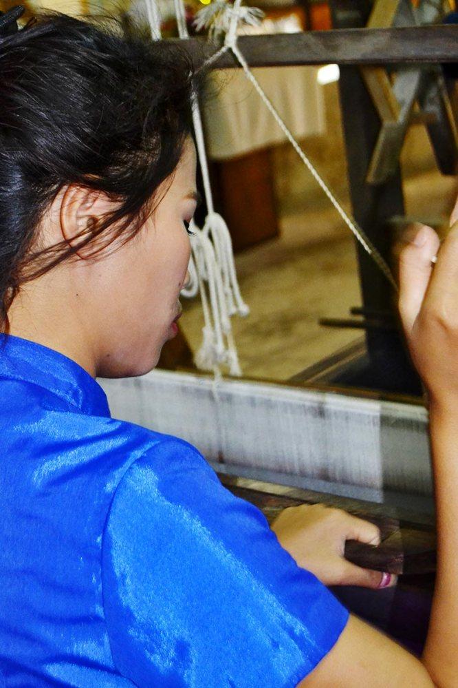 Tailandesa telar seda coser Chiang Mai
