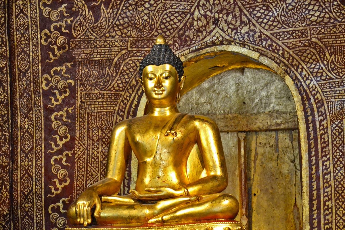 Buda oro Wat Phra Singh Chiang Mai