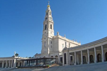 Fachada principal escaleras Santuario Fátima Portugal