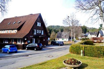 Calles residenciales viviendas típicas Selva Negra lago Titisee Alemania