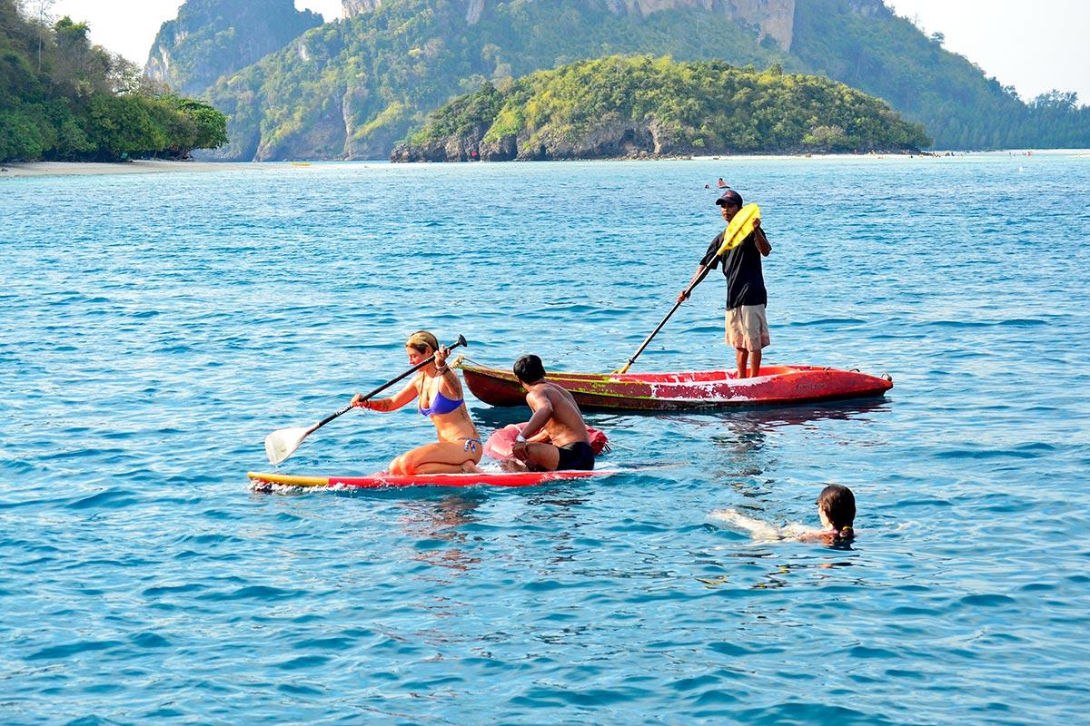Paddle surf tailandés turistas aguas 4 islands