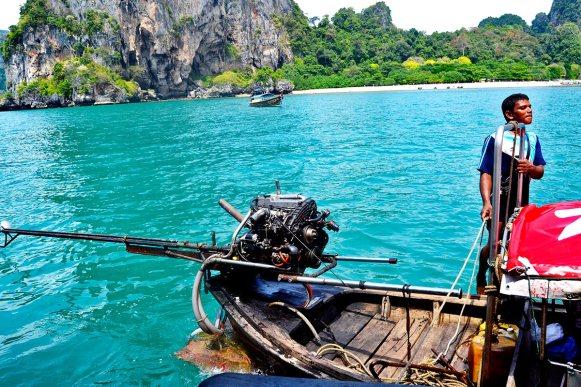 Conductor tailandés long tail boat aguas cristalinas 4 islands Krabi