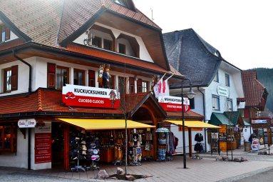 Tiendas souvenirs turistas regalos cercanos lago Titisee Alemania