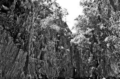 Gruta ramas piedras bahía Phang Nga mas Andamán Tailandia