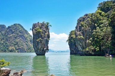 Islote roca Ko Khao Phing Kan escena James Bond bahía Phang Nga Tailandia