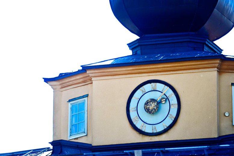 Torre reloj tradicional edificio ayuntamiento Vaxholm Suecia