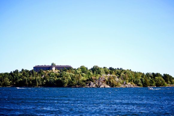 Panorámica aguas archipiélago isla prisión Vaxholm