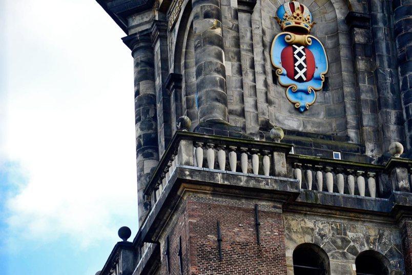Detalle escudo heráldico Amsterdam torre Westerkerk