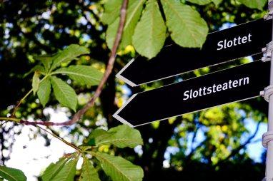 Señal palacio jardín plantas árboles Drottningholm Suecia