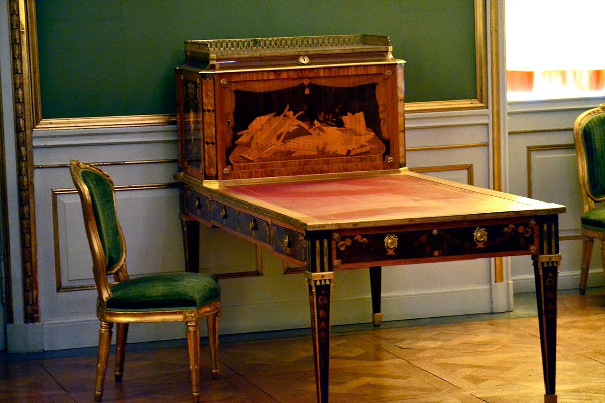 Escritorio madera teca Georg Haupt 1970 Palacio Real Drottningholm Suecia