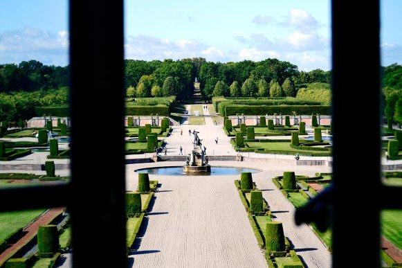 Ventana jardín barroco escultura Hércules Palacio Real Drottningholm Suecia